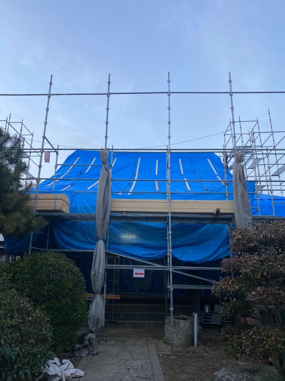 お寺の屋根改修