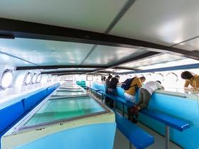 船内の様子 ※現在は感染症対策のため透明シートによる間仕切りを立てています。