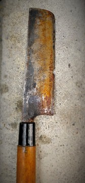 Fixing a knife with a nicked and rusty 1