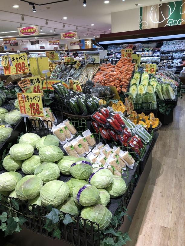 野菜の売り場は色とりどり2