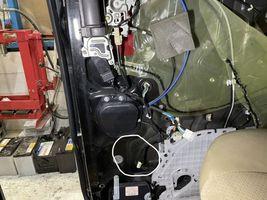 アルファード 10系 スライドドア リリースモーター交換 ワイヤー交換 タイヤ交換 摂津