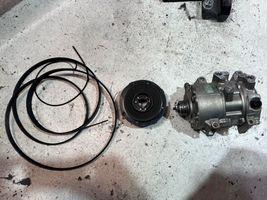 ハイエース エアコンコンプレッサー破損 交換 エンジンベルト破損 交換 整備 修理 摂津