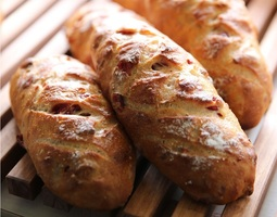 クランベリーとアーモンドのフランスパン
