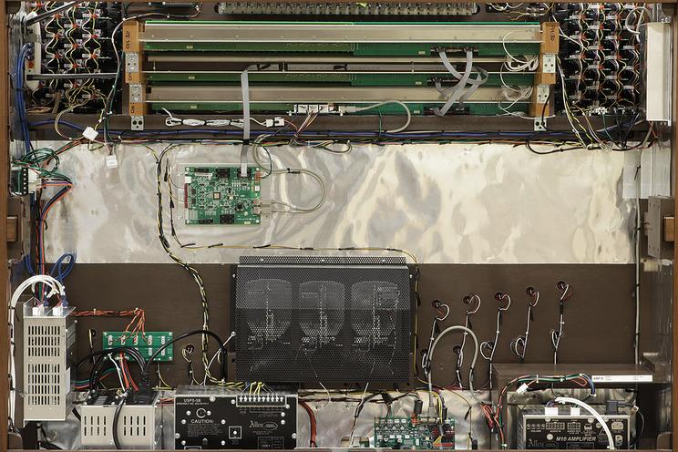 GX-335 (本体税込価格: GX-335i 4,587,000円~ / GX-335e 5,192,000円~)