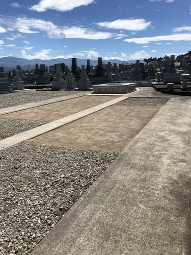 砂利部分やコンクリート部分等に手間いらずの緑を