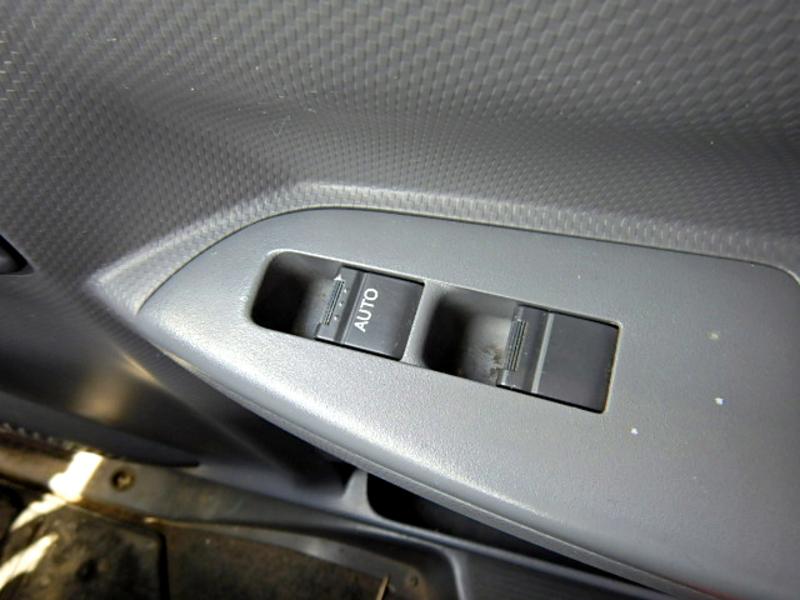 いすゞ フォワード 平ボディ 4段クレーン ラジコン アウトリガー 2.7t 6MT